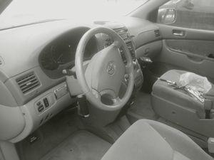 Toyota sienna mini van for Sale in Wichita, KS
