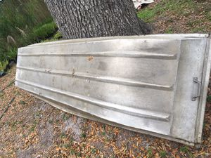 10'john boat aluminum needs a little work for Sale in Plant City, FL