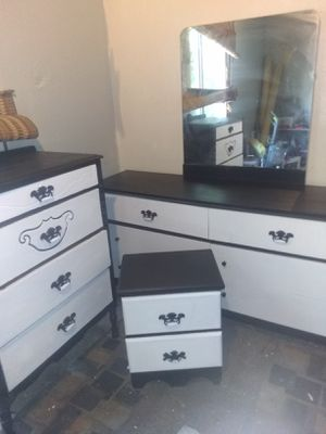 Dressers and nightstand for Sale in Wichita, KS
