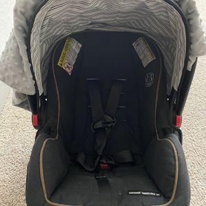 Graco Car Seat With Base For Sale for Sale in Houston, TX
