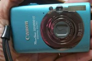 Canon PowerShot SD1200 IS DIGITAL ELPH Digital camera no battery-SD card good condition for Sale in Wilmington, NC