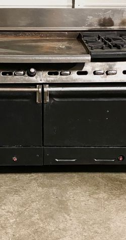 Heavy duty commercial combination stove range for Sale in Renton,  WA