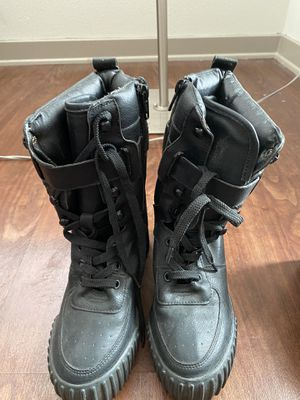 Boots size 7 (like new condition) for Sale in Los Angeles, CA