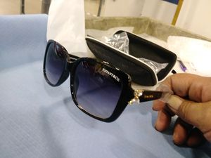 Tiffany sunglasses for Sale in Lago Vista, TX