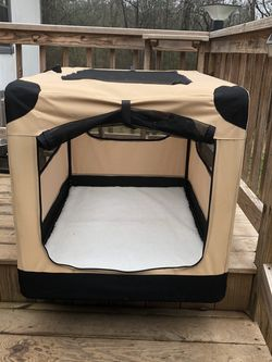 "42"" Soft Pet Kennel/house. Like New for Sale in Camden,  SC"