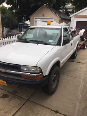 2002 Chevy s-10 for Sale in GARDEN CITY P, NY