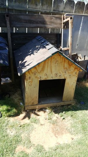 Dog house 4 sale for Sale in Dinuba, CA