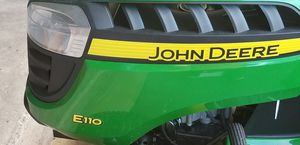 Lawn tractor John Deere model E110 for Sale in Tamarac, FL