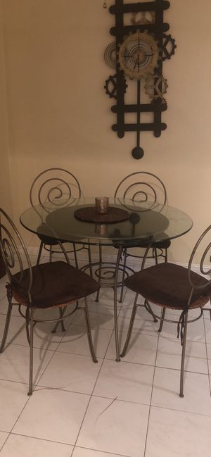 Dining table set + free clock for Sale in San Marcos, CA