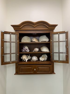 """Wood furniture cabinet wall mounted 23""""x 29""""H x8"""" for Sale in Miramar, FL"""