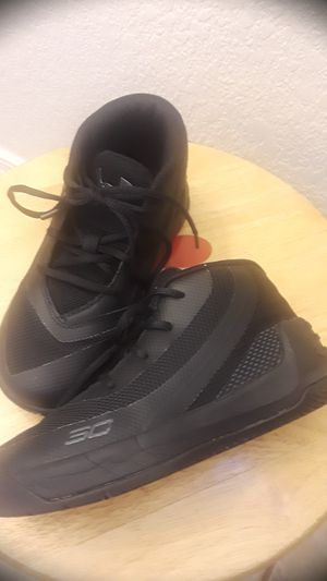 Under armour kids size 9 for Sale in Chandler, AZ