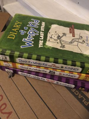 Diary of a wimpy kid 3 kid chapter book set for Sale in Whittier, CA