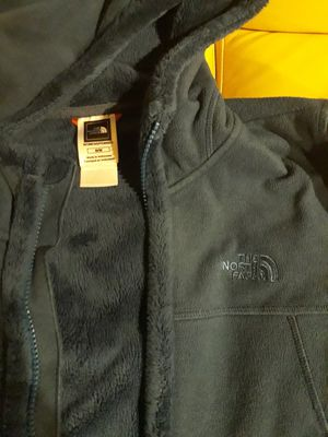 NORTH FACE WOMEN'S MEDIUM SIZE WINTER JACKET SIZE M LIKE NEW for SALE for Sale in Bellevue, WA