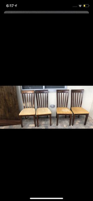Solid Wood dining table with extending leaf & chairs for Sale in West Palm Beach, FL