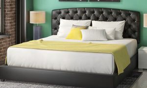 Queen size bed frame for Sale in Sunnyvale, CA