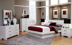 4 pc queen bedroom set 1.Queen bed 1.dresser 1.mirror 1.nighstand mattress sold separately for Sale in Fullerton, CA
