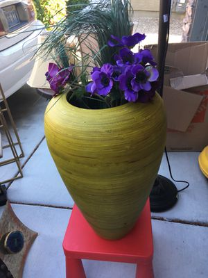 Yellow Vase for Sale in Las Vegas, NV