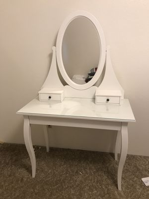 Dressing table for Sale in Mount Pleasant, MI