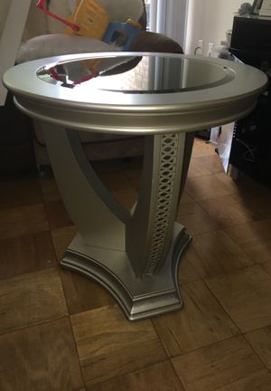 Round end table for Sale in Takoma Park, MD