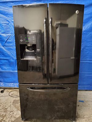 GE black fridge good working conditions for $299 *ice maker or water not working but fridge and freezer working good for Sale in Denver, CO