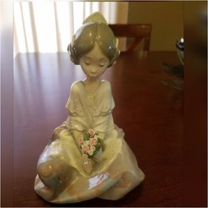 LLadro Figurine Japanese Girl With Flowers for Sale in Jurupa Valley, CA