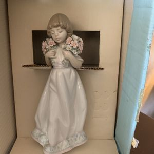 "Lladro Retired Figurine Spring Bouquets"" 7603 1987 Collectors Society - original box 8 3/4 tall for Sale in Fontana, CA"