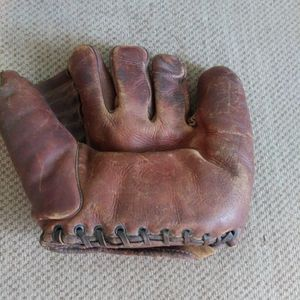 Vintage Baseball Glove for Sale in Albion, IA