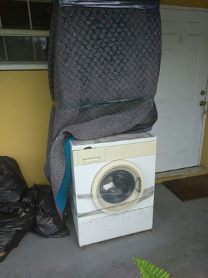 Gas stackable washer and dryer for Sale in Fort Lauderdale, FL