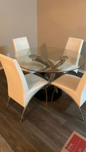 White leather Dining table for Sale in Nuevo, CA
