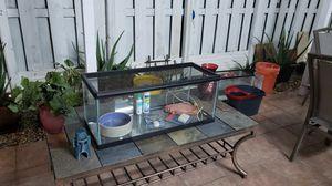 Aquarium o Terrario Con Tapa 20 galones largo for Sale in Hialeah, FL