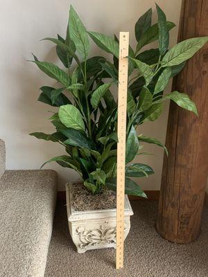Silk plant and clay pot $10 for Sale in Leavenworth, WA
