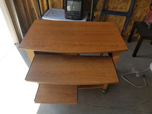 Computer desk. Great condtion. for Sale in Fargo, ND