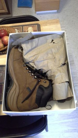 work boots ( no steel toe ) for Sale in Kenosha, WI