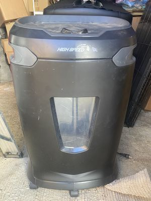 Staples 16 piece paper shredder for Sale in Rancho Cucamonga, CA