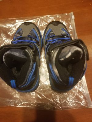 Kids snow boots size little kid 10.5 for Sale in New Kensington, PA