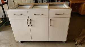 Kitchen island for Sale in Manteca, CA
