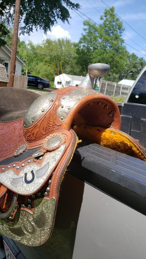 16in saddle made by Montana Silversmith. Used 2 times. for Sale in Childersburg, AL