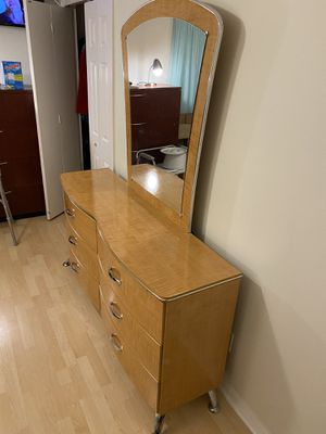 Dresser with mirror for Sale in Palm Bay, FL