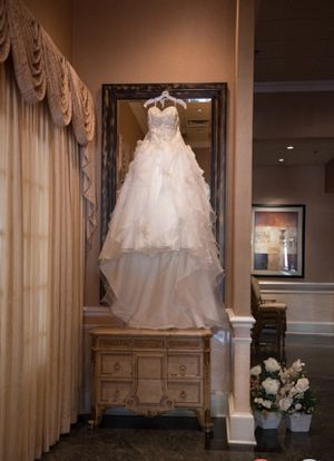 Fabulous Wedding Dress!! for Sale in Mullica Hill, NJ