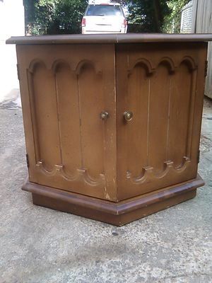 Vintage Solid Wood end table with storage for Sale in Montgomery, AL
