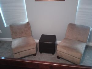 Sitting chairs for Sale in White Plains, MD