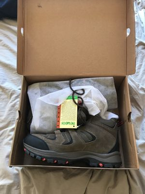 Brand new size 9.5 hiking boots. for Sale in San Diego, CA