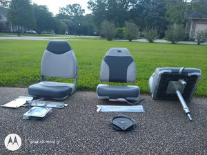Two boat seats and a fishing seat for Sale in Prairieville, LA