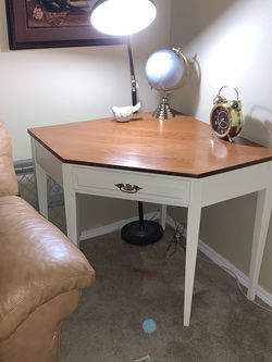 Solid Oak Corner Table for Sale in Damascus,  OR