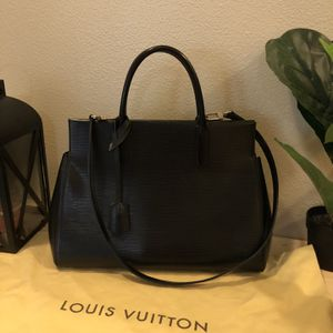 Authentic Louis Vuitton Marly MM. Perfect Condition Like New. Retail $2800 for Sale in Fife, WA