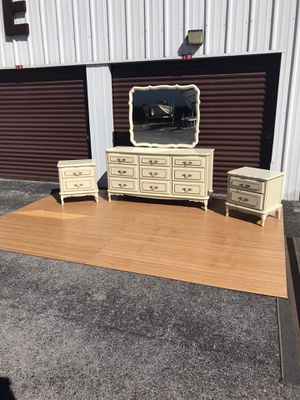 French Provincial Matching Triple dresser & 2 Nightstand Set Immaculate Condition $300 OBO for Sale in Hudson, FL