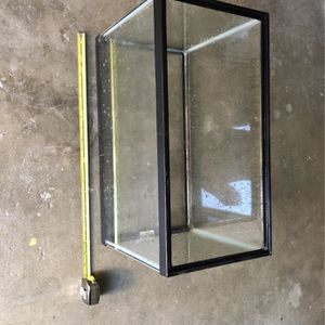 Glass Fish Tank, 20 in X 10 in X 12 in for Sale in Livermore, CA