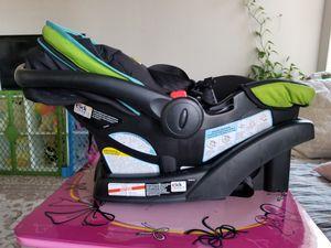 Graco snugride 30 infant car seat for Sale in Herndon, VA