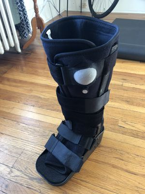 DonJoy MaxTrax Air walking boot for Sale in Cheyenne, WY
