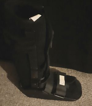 Maxtrax DJO AIR PUMP WALKING BOOT for Sale in Columbus, OH